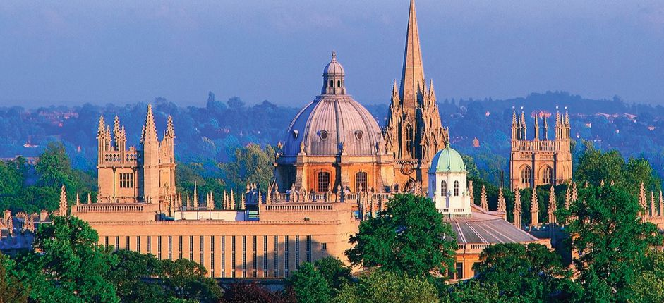 Smithsonian at Oxford <p>Spend a week living at the historic Oxford University and sample life as a student at Merton College. During your time at the University, delve into one of the following fascinating courses with an Oxford tutor.</p>