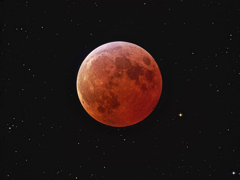 707429main_lunar_eclipse_lrg.jpg