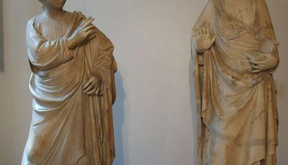 An American Surgeon Accidentally Amputated a 600-Year-Old Statue's Finger