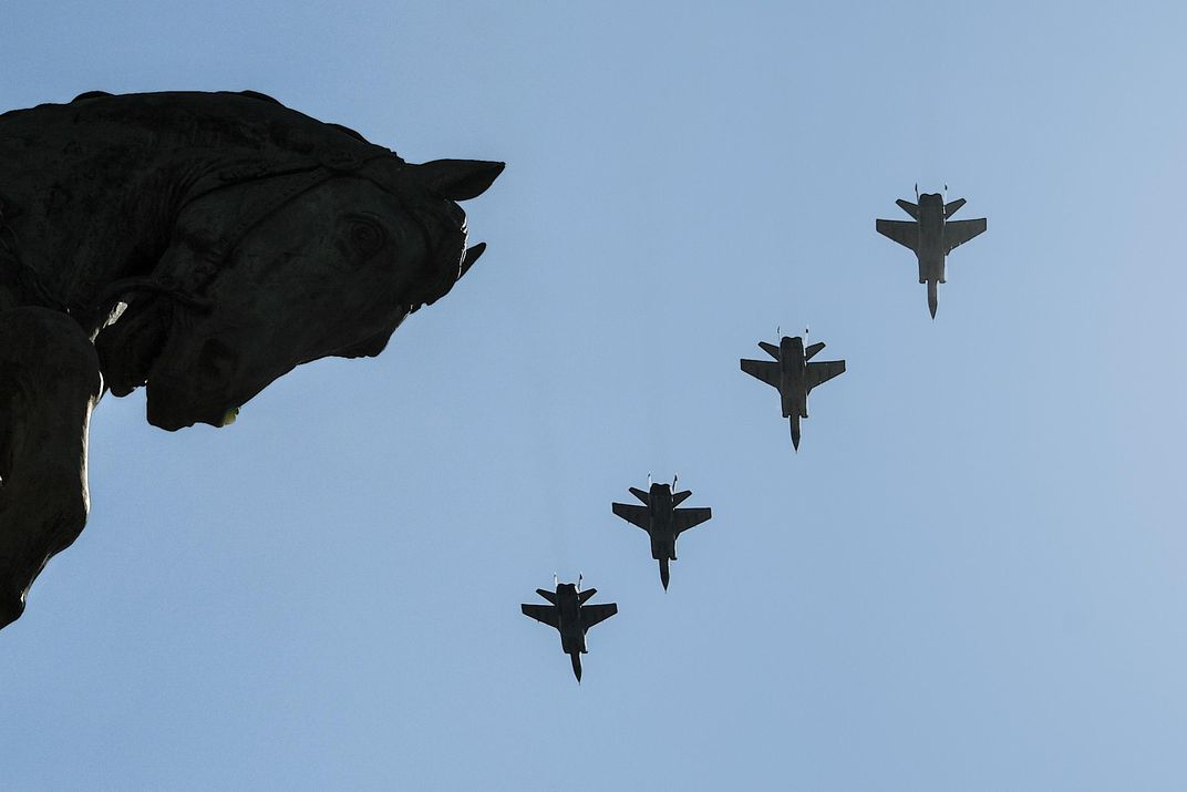 a formation of MiG-31s