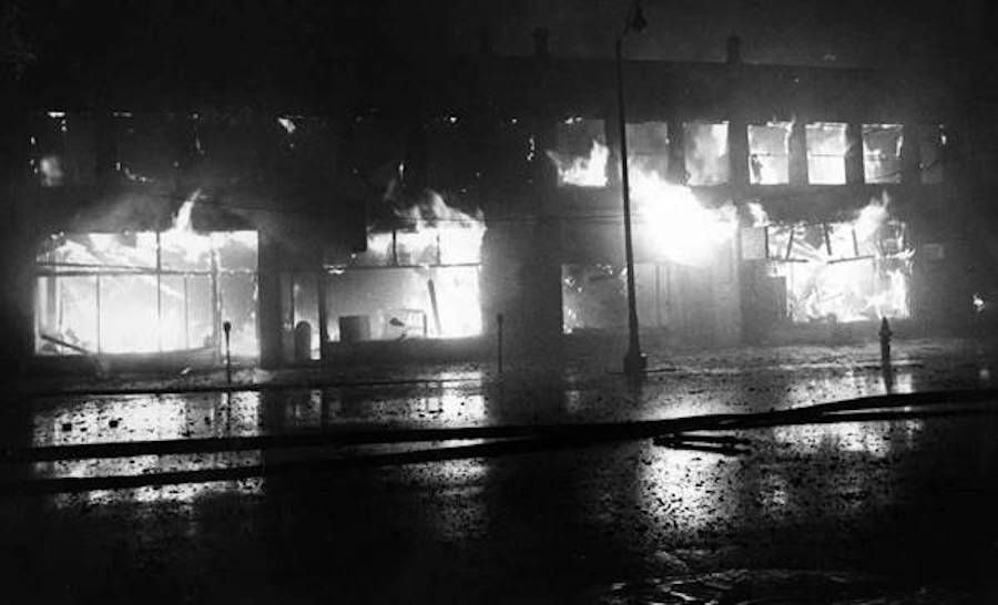 Buildings_on_fire_in_Glenville_during_riots_of_1968-wr.jpg