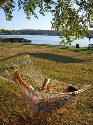 20110520090144hammock-reading-by-erik-shin-300x400.jpg