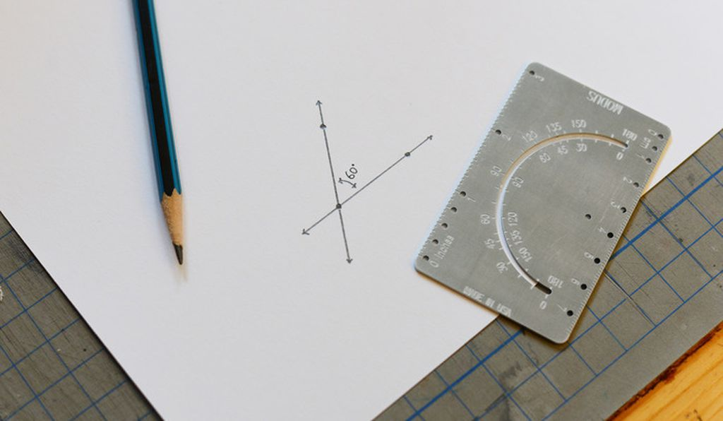 Modus is a protractor, ruler and compass, all in one.