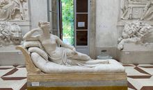 In Pursuit of the Perfect Photo, Tourist Accidentally Breaks Sculpture's Toes