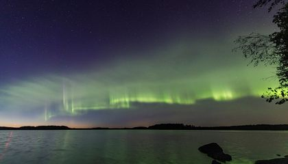 A New Type of Aurora Ripples Across the Sky in Horizontal Green 'Dunes'