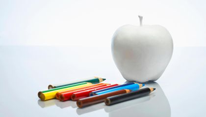 Can You Draw the Apple Logo From Memory?