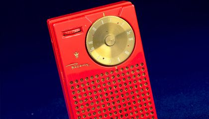 """Sixty Years Ago, the Regency TR-1 Transistor Radio Was the New """"It"""" Gift For the Holiday Season"""