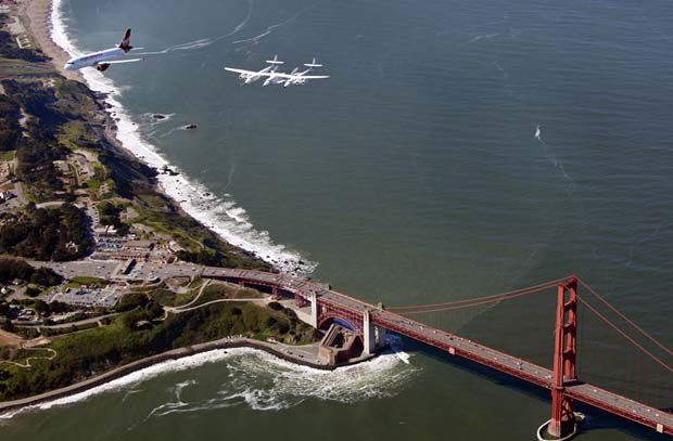 spaceshiptwo-golden-gate-bridge-620.jpg