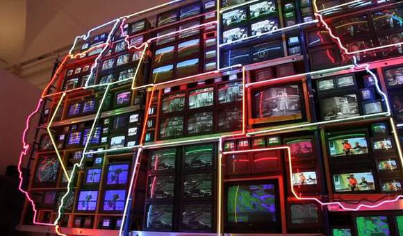 Preview thumbnail for video'101 Objects: Electronic Superhighway