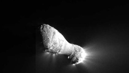 Avalanches on Comets May Help Make the Icy Bodies Visible