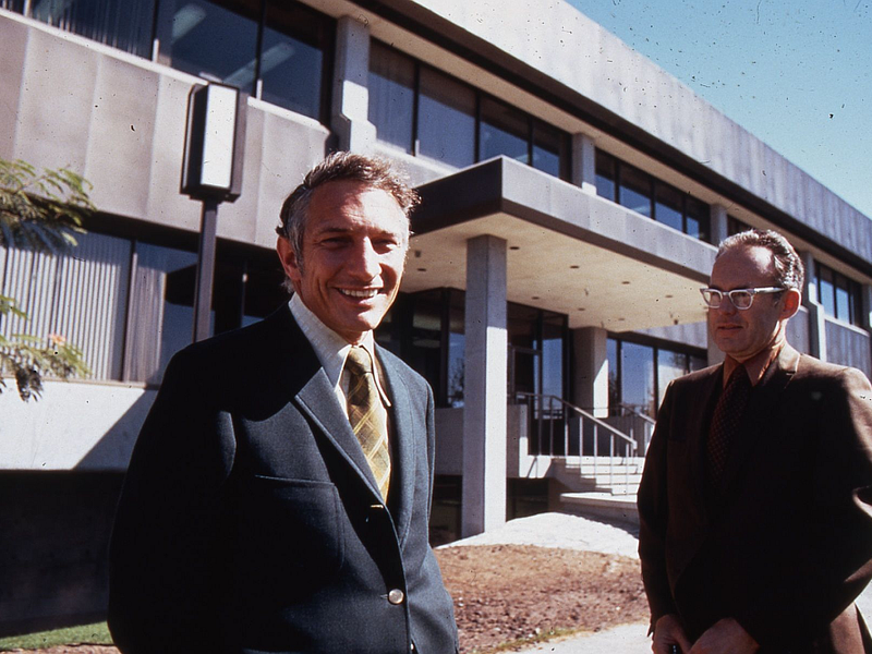 Robert_Noyce_and_Gordon_Moore_at_SC1_1970 (1).png
