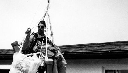 "How the Balloon-Borne ""Flying Lawn Chair"" Got Into the Smithsonian"
