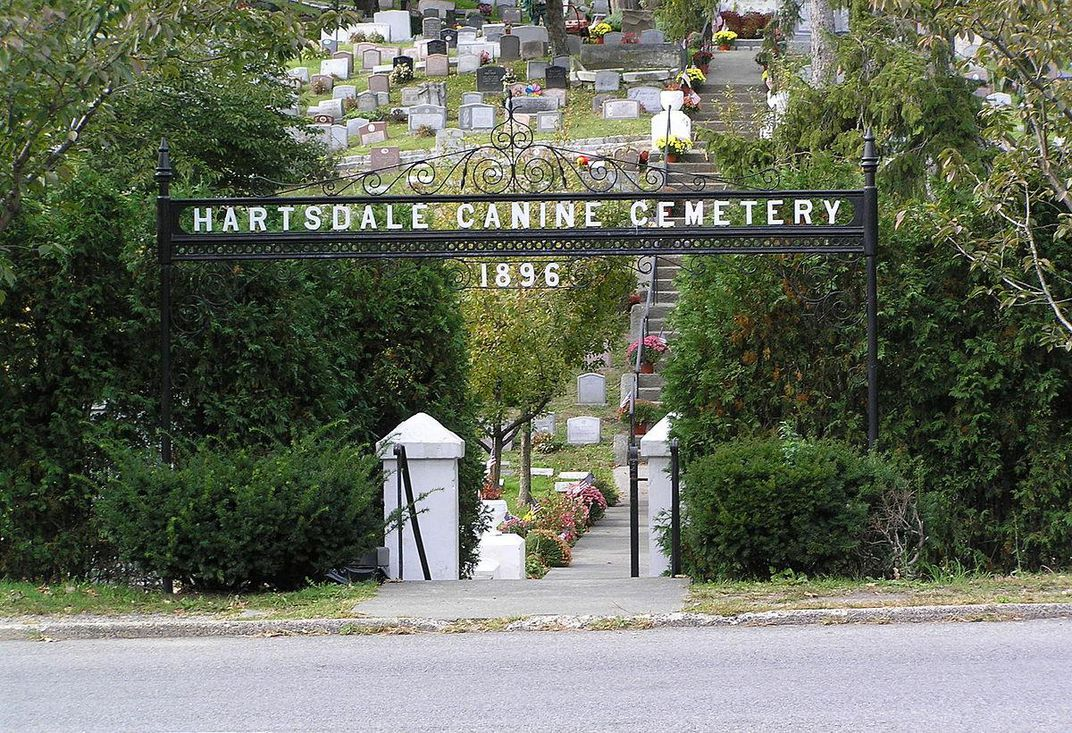 Commune With Pets of the Past at These Five Pet Cemeteries   Travel