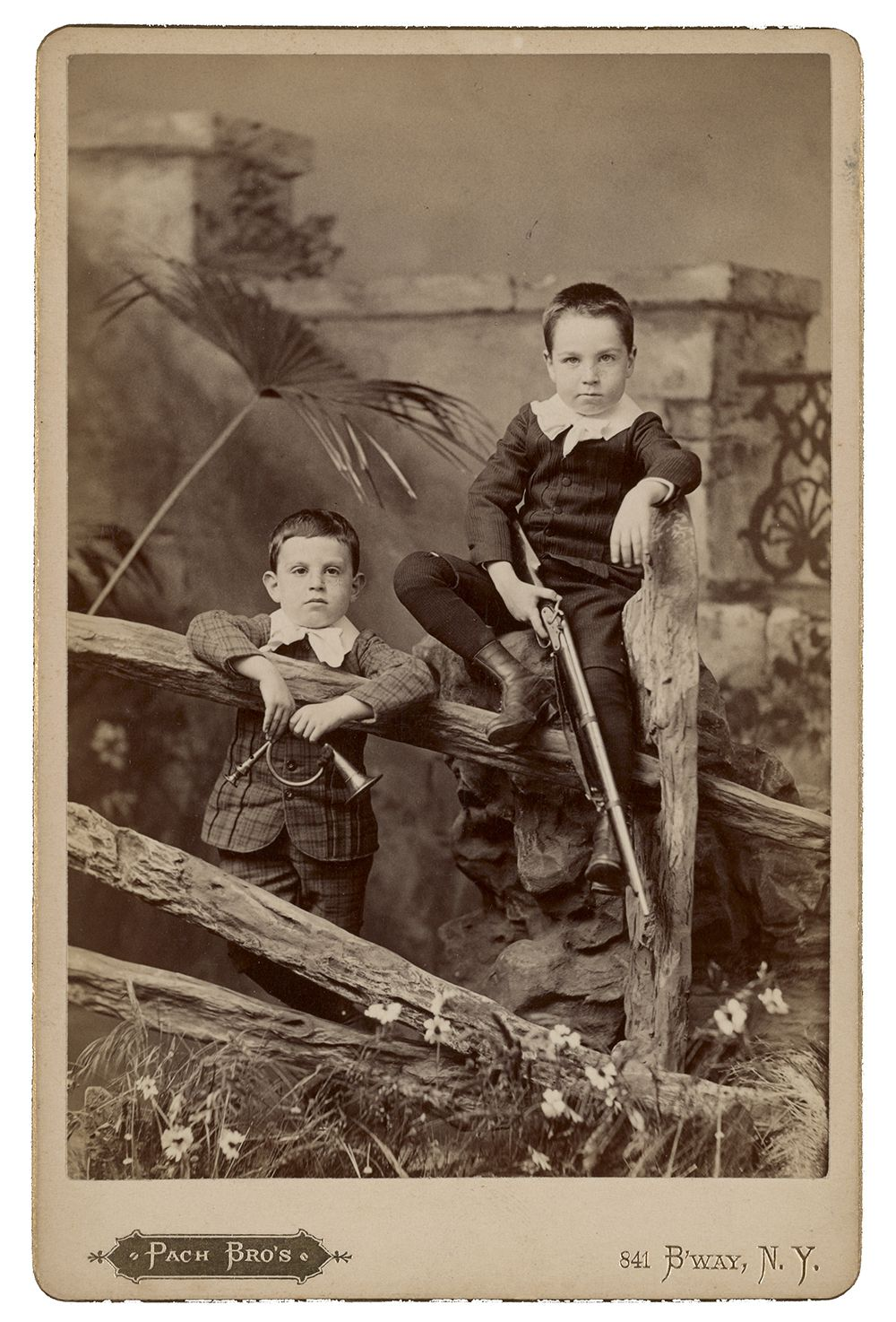 Photograph of brothers Alfred and Walter Pach as children.