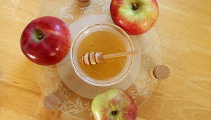 Why Honey Is Eaten for Rosh Hashanah, and Other Burning Questions