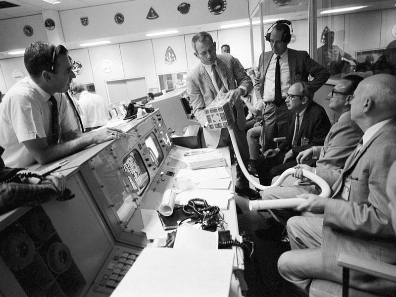 1280px-Apollo_13_Mailbox_at_Mission_Control.jpg
