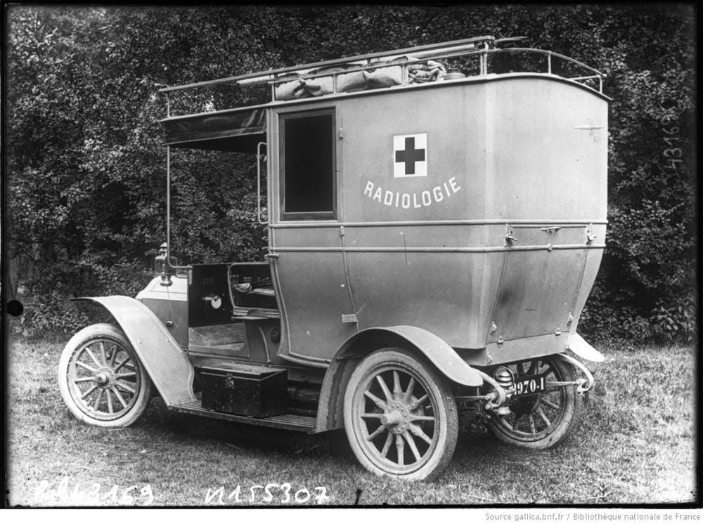One of Curie's mobile units used by the French Army