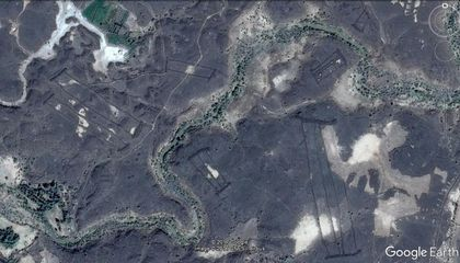 "Google Earth Leads to Discovery of 400 Stone ""Gates"" in Saudi Arabia"