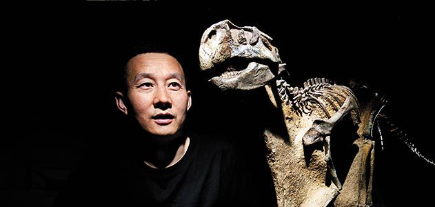 Xu Xuing with Psittacosaurus fossil