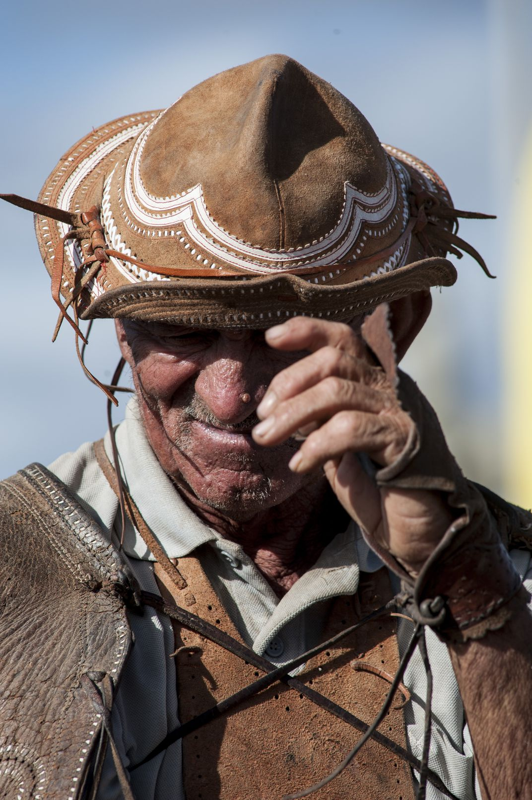 Vaqueiro is the brazilian name for cowboy. This particularly man 2277b7e3d63