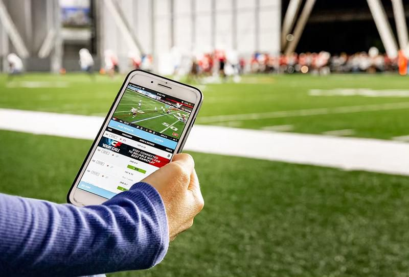 In This Interactive Football League, Fans Pick the Plays