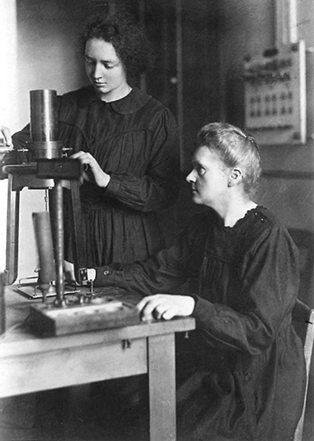 Marie Curie and her daughter Irène in the laboratory after WWI