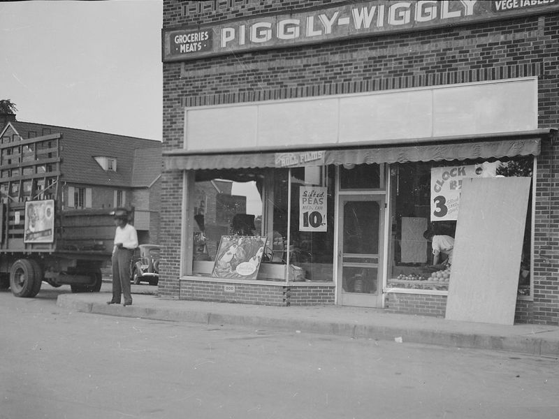 Piggly_Wiggly_grocery_-_NARA_-_280994.jpg