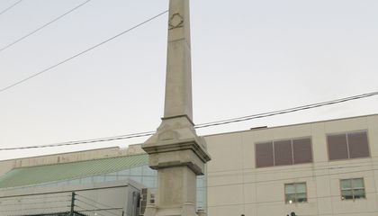 New Orleans Tears Down Controversial Confederate Monuments