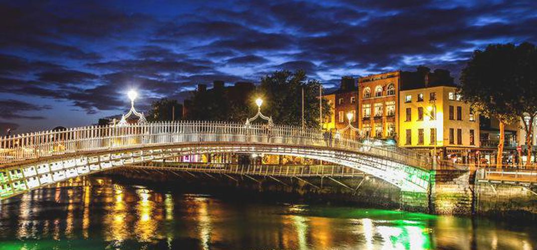 Ha' penny bridge over the River Liffey, Dublin