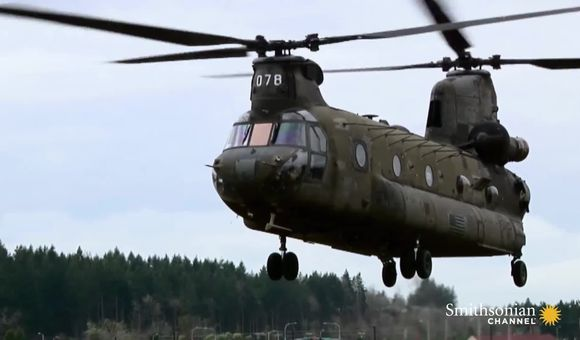 Preview thumbnail for video'Chinooks Build a Bridge with Massive Pieces of Cargo