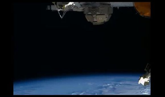 Preview thumbnail for video'Moonrise on the Space Station