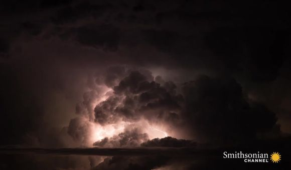 Preview thumbnail for video'Incredible Timelapse of Dry Badlands Thunderstorm