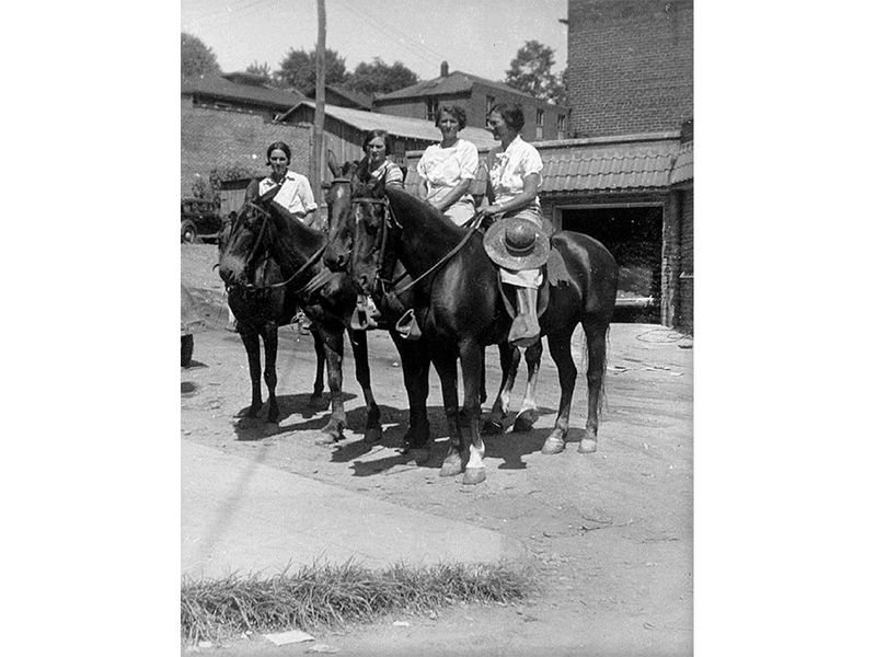 smithsonianmag.com - Horse-Riding Librarians Were the Great Depression's Bookmobiles