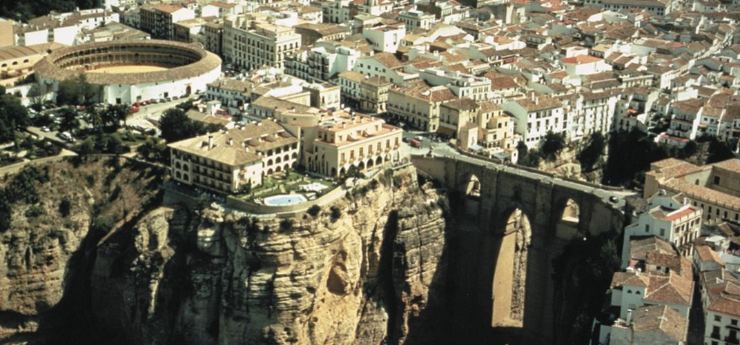 The <i>parador</i> in Ronda overlooking the famous gorge