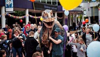 Blog Carnival #34: Dino Petting Zoo, Tyrannosaurus v. Triceratops and More