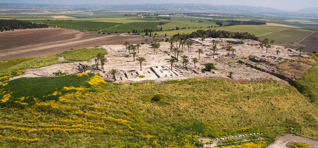 Caption: 3,600-Year-Old Tomb Found Next to Canaanite Palace