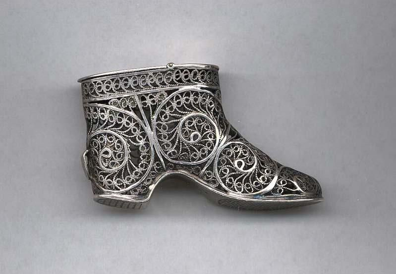 Matchsafe in the shape of a shoe with filigree detail, late 19th century