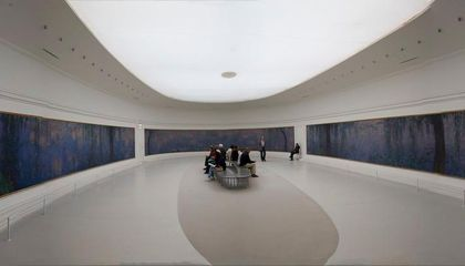 panorama  interior of  musée de l' orangerie 2