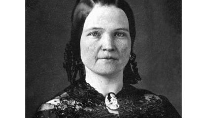 People Have Spent Years Trying to Diagnose Mary Todd Lincoln From Beyond the Grave
