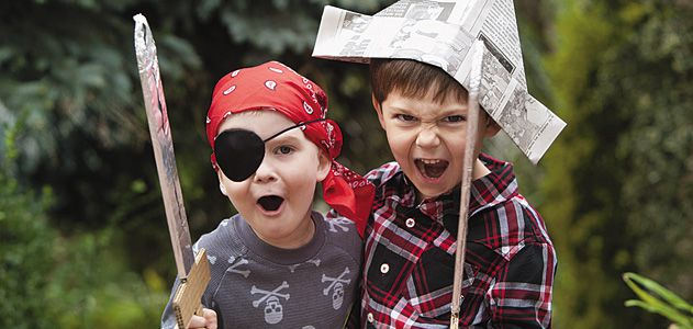 children playing pirates - Pics Children