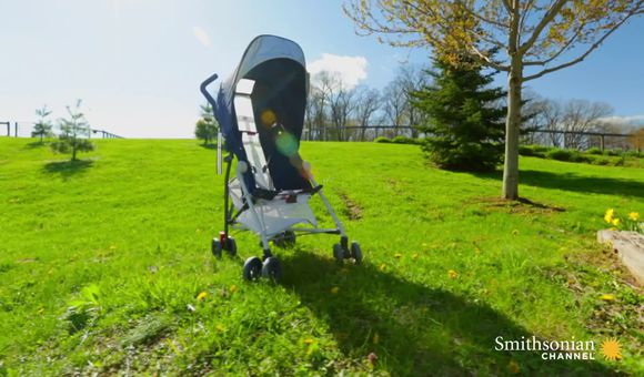 Preview thumbnail for video'Modern Baby Strollers Use Fighter Plane Technology
