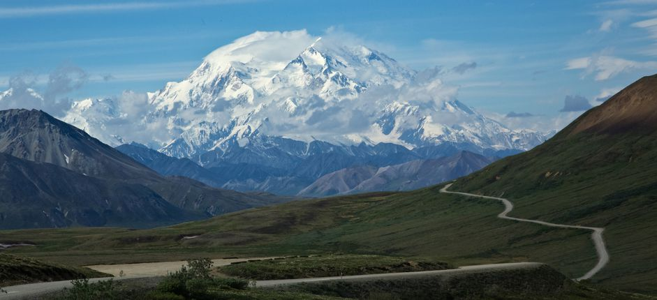 Alaska's Natural Wonders Featuring Denali, Wrangell-St. Elias, Kenai Fjords, and Anchorage