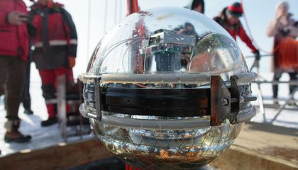 Russian Scientists Sink Giant Deepwater Neutrino Telescope Into World's Largest Freshwater Lake
