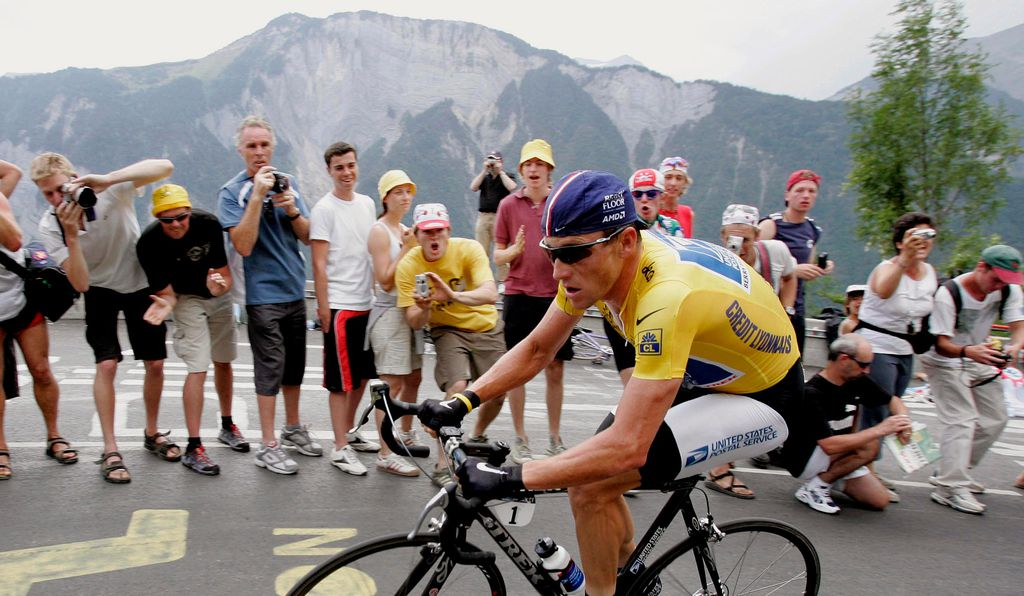 Lance Armstrong in yellow jersey, 2004.