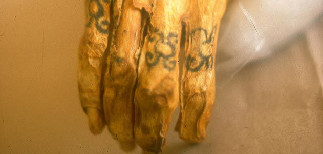 b6ab60ecc The tattooed right hand of a Chiribaya mummy