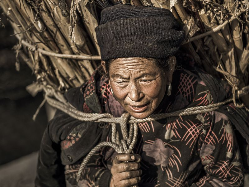 'In the mountain village, most of the women should work very hard like her.' from the web at 'https://thumbs-prod.si-cdn.com/B481qgIGp07c9E3qal3YoBu15ig=/800x600/filters:no_upscale()/https://contest-public-media.smithsonianmag.com/5091449a-fba4-4c05-8384-51e45d613e29.jpg'