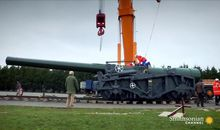 Dismantling a huge howitzer for a precarious move