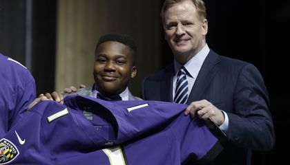 Image: Young cancer survivor gets his wish at NFL draft