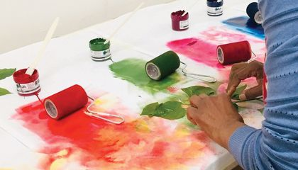 A student learns how to turn spring foliage into botanical watercolors and prints on paper in the Smithsonian Associates studio arts class, Painting and Printing: Leaves Two Ways. (Sue Fierston)
