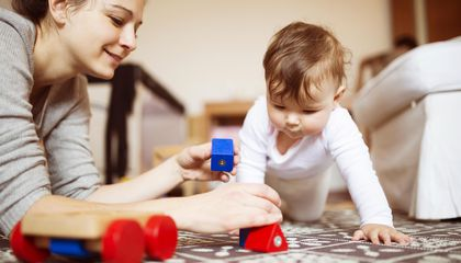 Infants Learn to Pay Attention (or Not) From Watching Mom and Dad